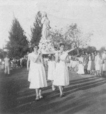 Festa de S Isabel Helena Buratto e M Helena Mokarzel 1960